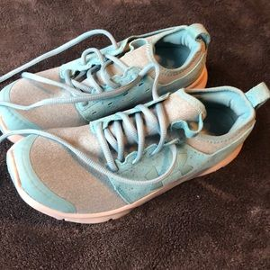 Under Armour 8.5 bright blue sneakers NEW!